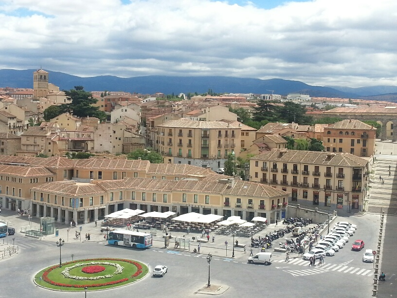 Segovia's central square from my perch on the aqueduct.