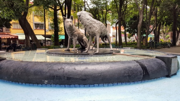 A fountain pays tribute to the original wolves of Cocoyacan.