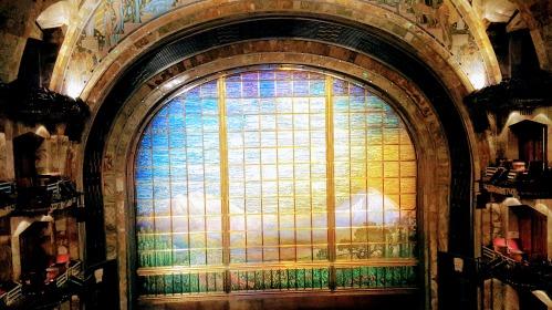 The Tiffany-designed curtain of the Palacio de Bellas Artes